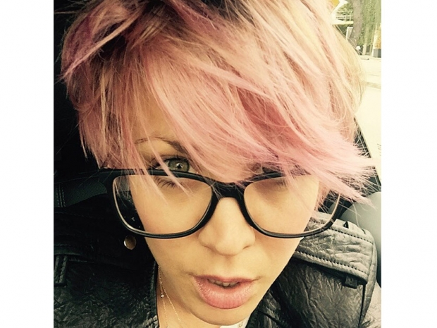 Kaley Cuoco with dyed pink hair in Instagram photo