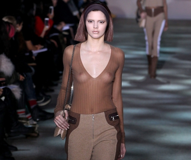 kendall jenner no brows marc jacobs catwalk