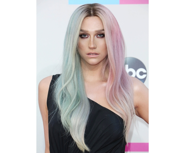 Kesha takes on the split hair trend with her pastel do