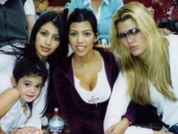 Khloe Kardashian posts an old photo of her family to Instagram