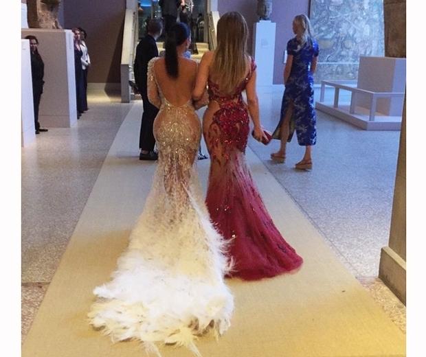 Kim Kardashian and J Lo at the Met Gala 2015