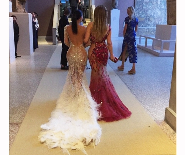 kim kardashian and j lo at the met gala 2015