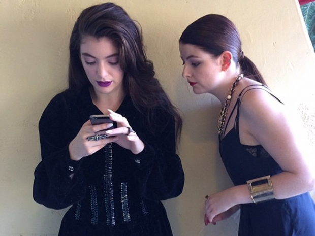 Lorde and her sister Jerry being photographed for Instagram by their mum