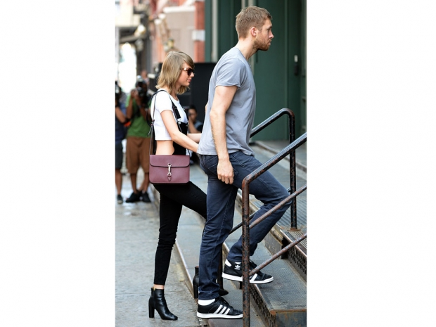 Taylor Swift and Calvin Harris heading into her New York apartment