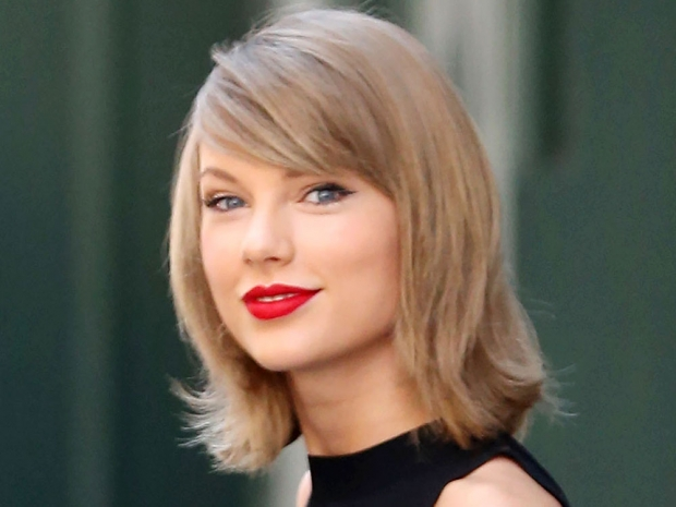 Taylor Swift showing off her short hair