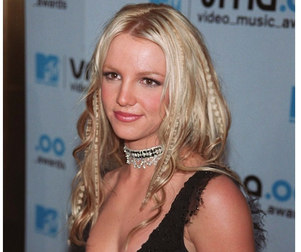 Britney Spears rocks three hairstyles in one