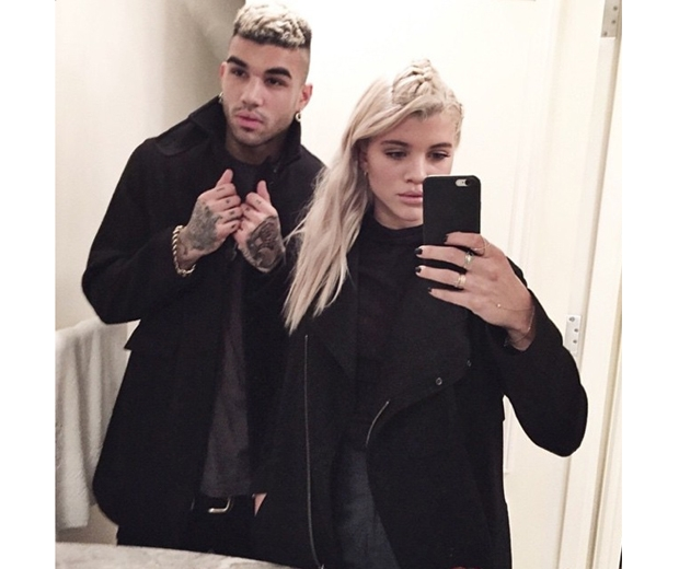 Bleached blonde Sofia posing with brother Bobby Richie