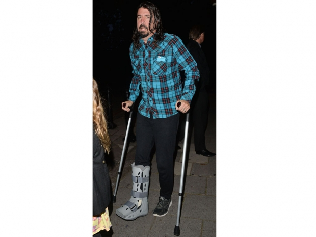 Dave Grohl with a broken leg in London