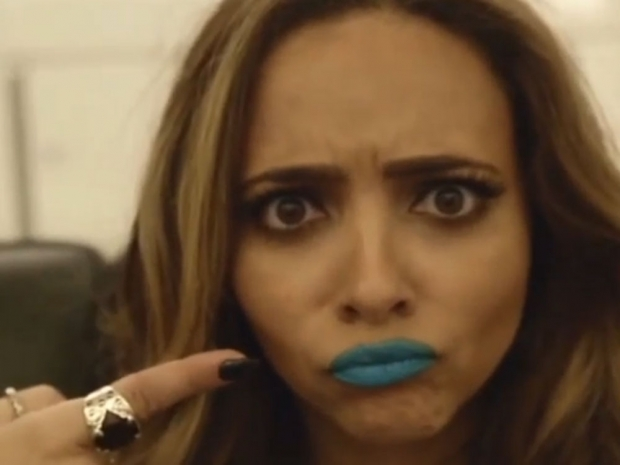 Jade Thirlwall with blue lips in Vine video