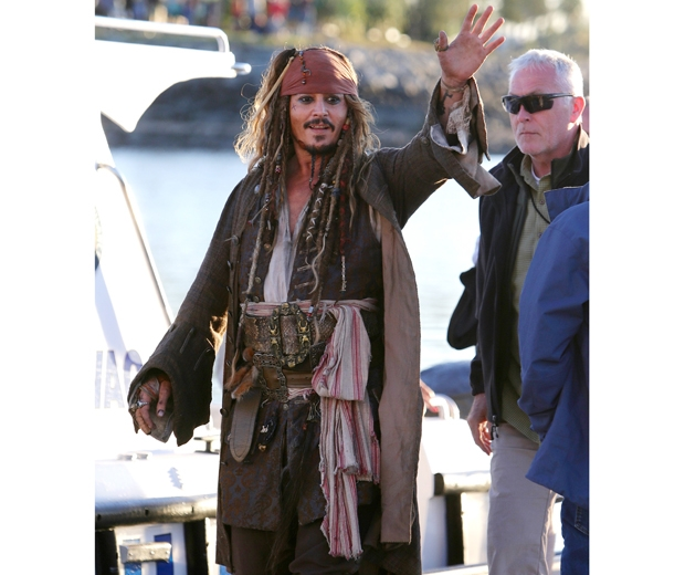 Johnny meets fans dressed as Captain Jack Sparrow