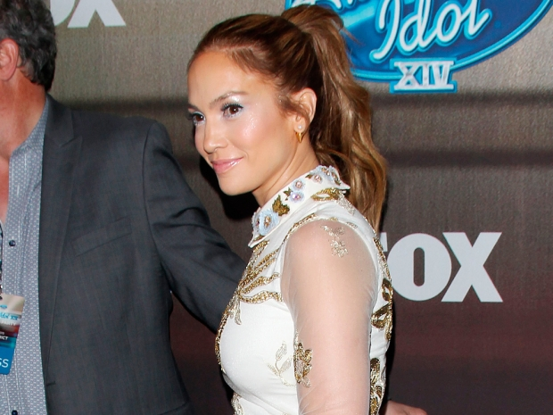 j lo at the american idol finalist party in baby blue eyeshadow