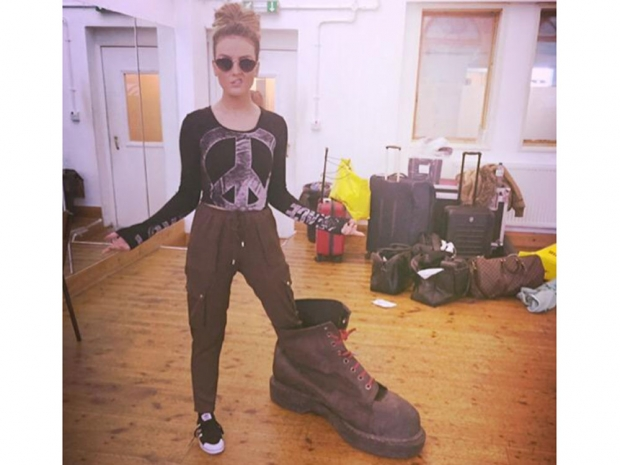 Perrie Edwards plays around with a giant shoe in Twitter photo