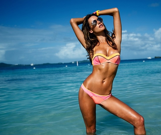 Alessandra Ambrosio knows how to do holiday beauty better than anyone!