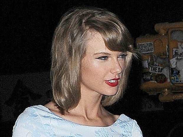 Taylor Swift shows off her hot make-up look in New York