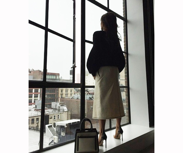 victoria beckham in singapore looking out the window