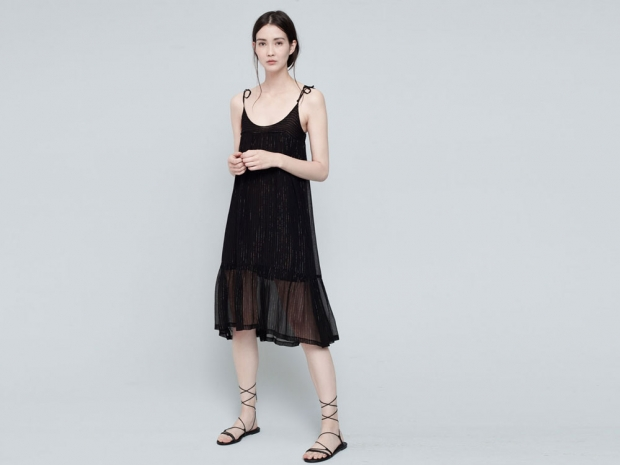 Pull & Bear's dream summer dress is right at the top of our wish list.