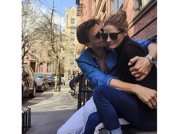 Johannes Huebl and Olivia Palermo kissing.