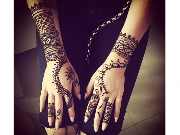 Perrie Edwards showing off her henna tattoo on Instagram