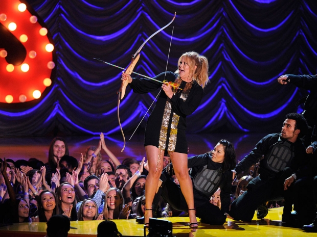 Amy Schumer hosts the MTV Movie Awards 2015 with a bow and arrow prop