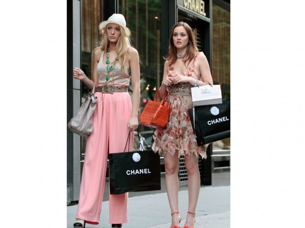 Blair and Serena in an episode of Gossip Girl.
