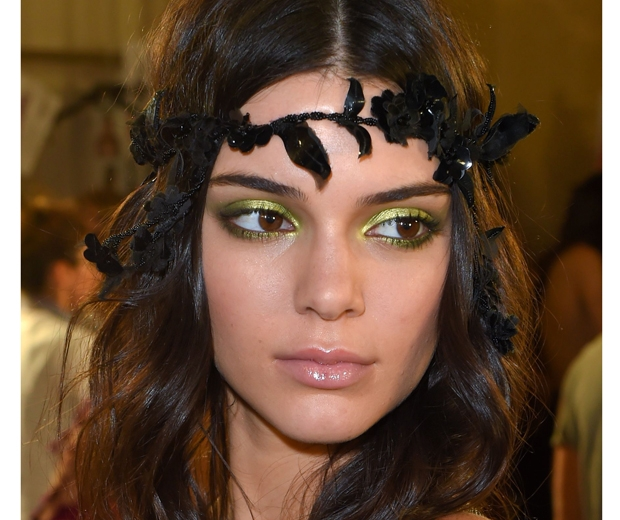 Kendall Jenner goes green with her pretty peepers