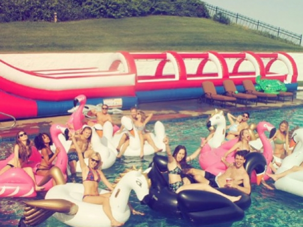 Taylor Swift and friends party on 4 July in Instagram photo