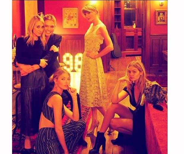 Taylor Swift and her girls having a party in the lounge