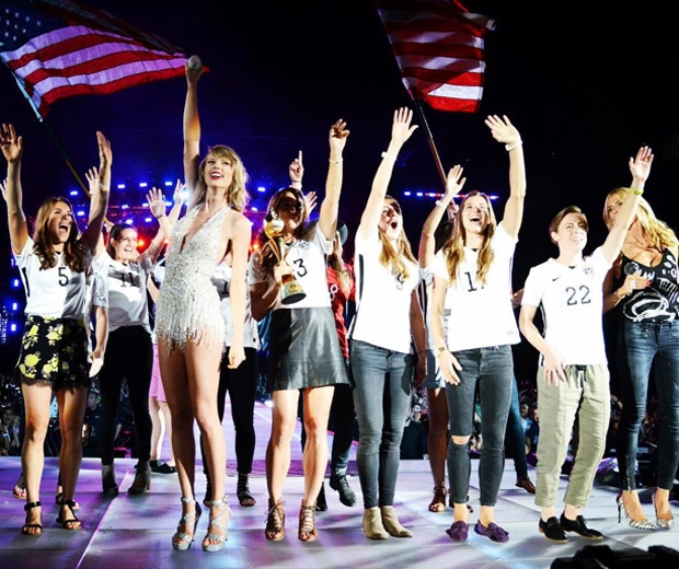 womens us soccer team on stage with taylor swift