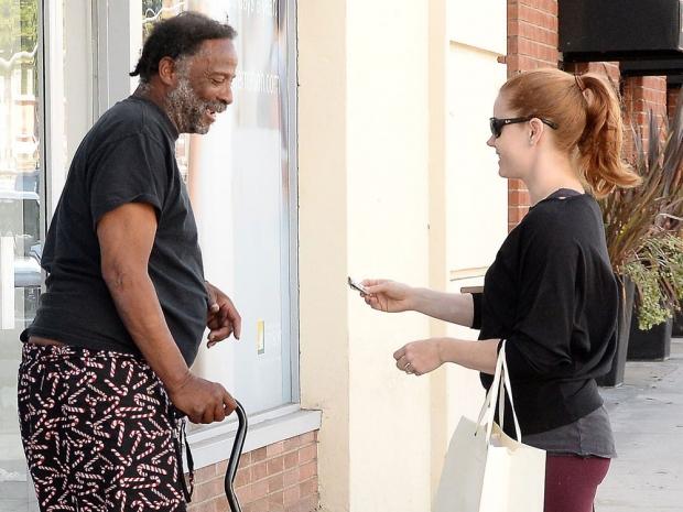Amy Adams giving a homeless man 00