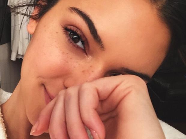 Kendall Jenner wearing no make-up in Instagram selfie
