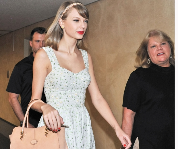taylor swift with mum andrea
