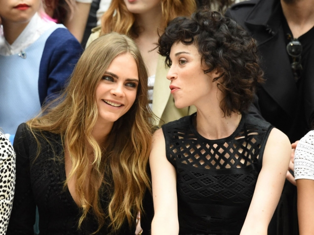 Cara Delevigne sitting FROW at the Burberry SS16 show with girlfriend St Vincent