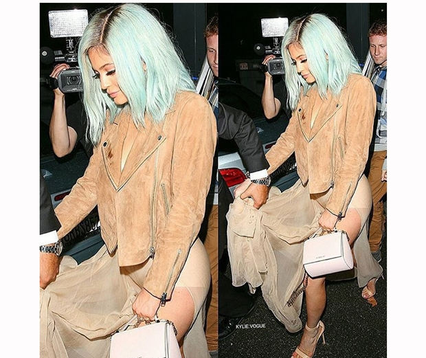 kylie jenner with short blue wig