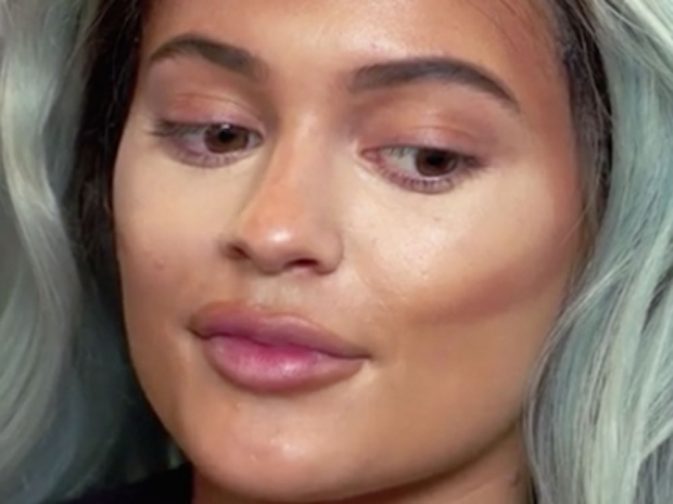 This Is How Kylie Jenner *Really* Does Her Make-Up | Look