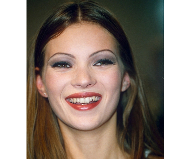 Kate Moss rocks skinny eyebrows in the 90s