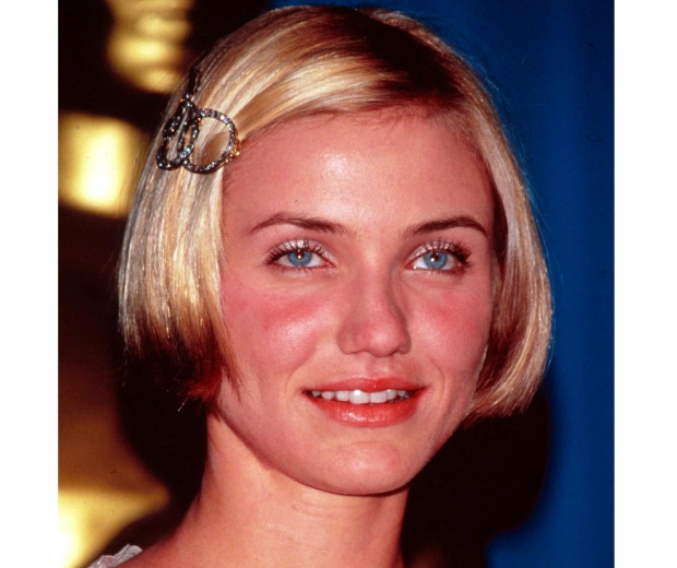 Cameron Diaz rocks a side hair clip with this 90s beauty trend