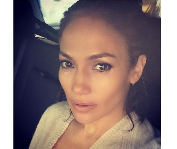 JLo's cab no makeup selfie