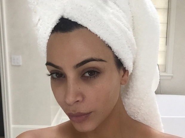 Kim Kardashian with no makeup on in Instagram selfie