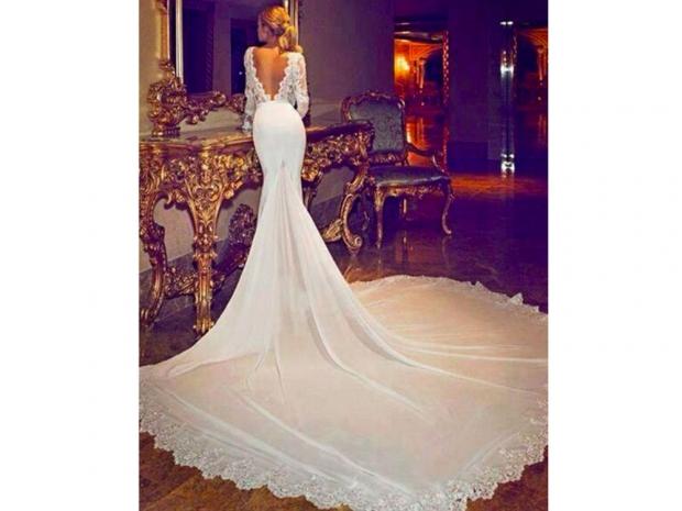 This is NOT Jennifer Aniston's wedding dress
