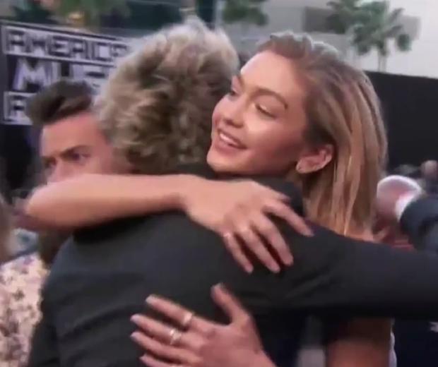 gigi hadid hugging niall horan