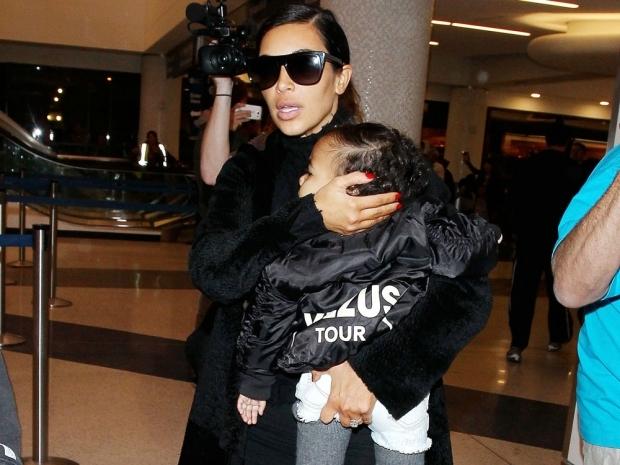 kim kardashian with north at the airport