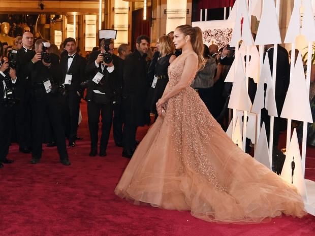 Jennifer Lopez at the 2015 Academy Awards.