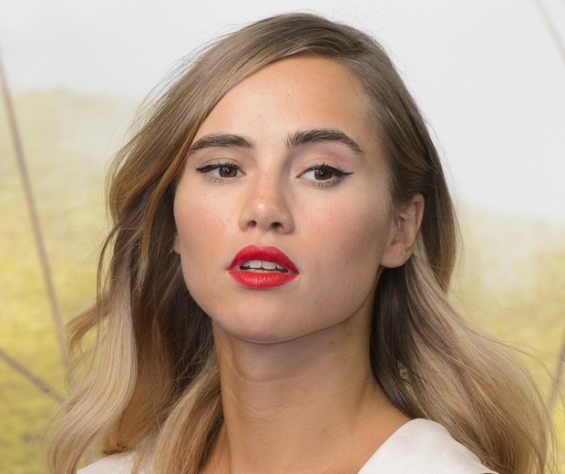 suki waterhouse eyeliner