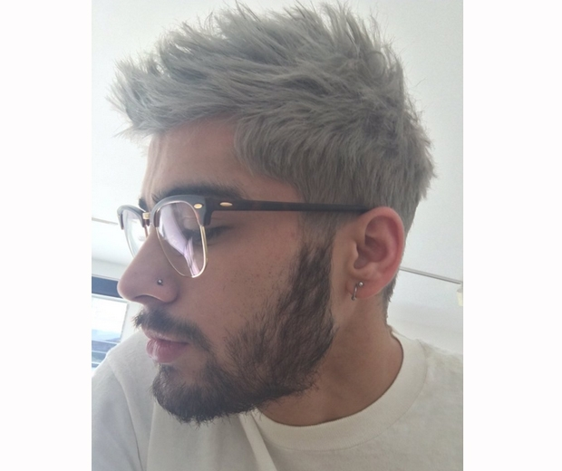 Zaynmalik shared this photo on Twitter of him wearing Gigi' hadid's glasses...