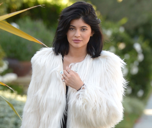 kylie jenner shaggy white coat and short hair