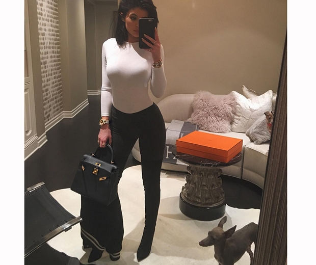 kylie jenner white top and black jeans