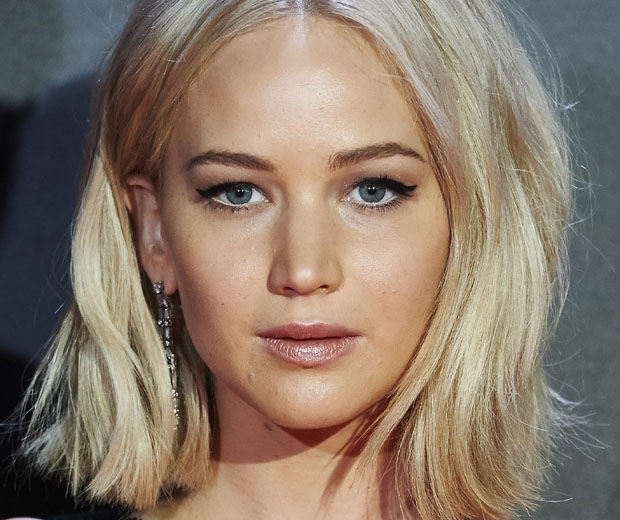 Jennifer Lawrence sports the light-lining trend