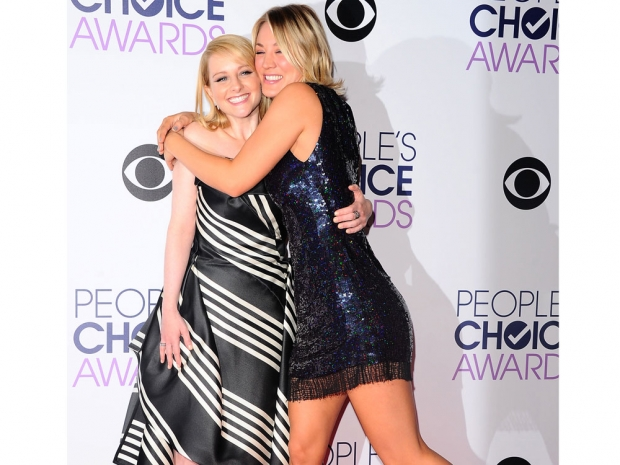 Kaley Cuoco and Melissa Rauch at the People's Choice Awards