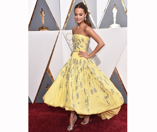 alicia vikander 2016 oscars louis vuitton