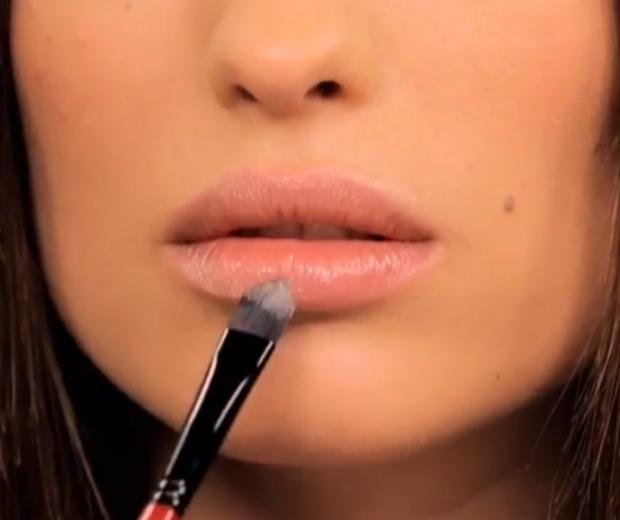 blurred lips trend